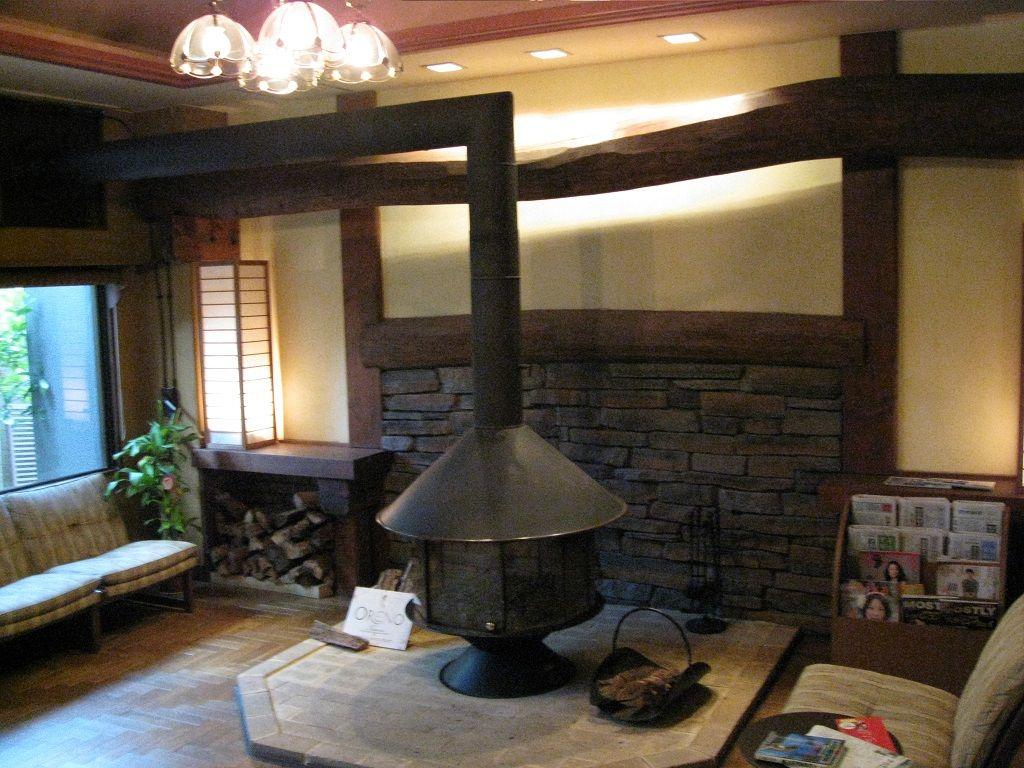 暖炉のあるライブラリールーム