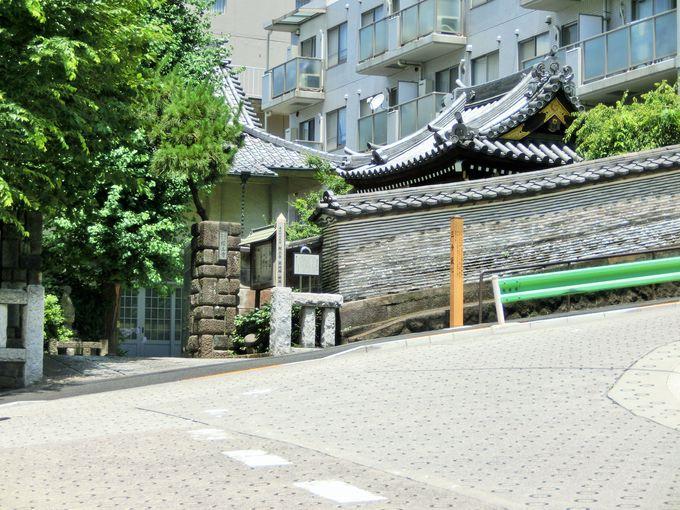 築地塀の美しい三分坂