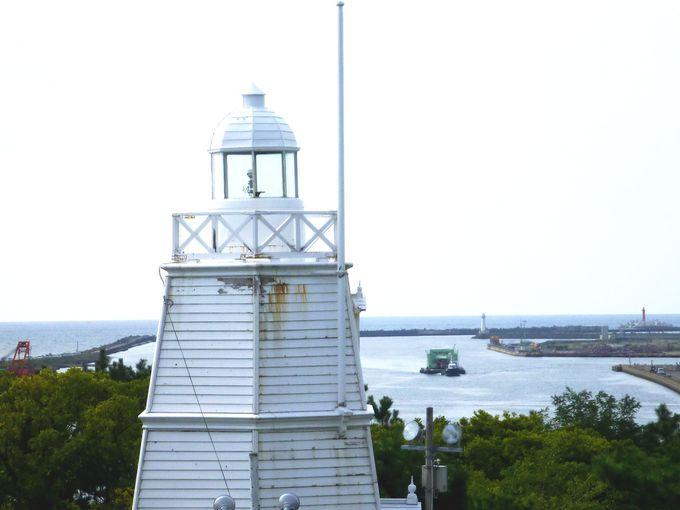 船の案内人だった灯台は今、酒田港の景勝を見つめて