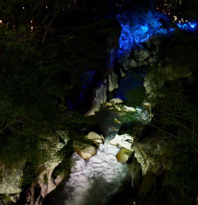 ダイナミックに夜の名取川は照らされて