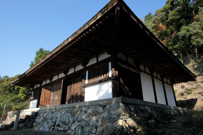 上醍醐最古の建築、平安時代の薬師堂