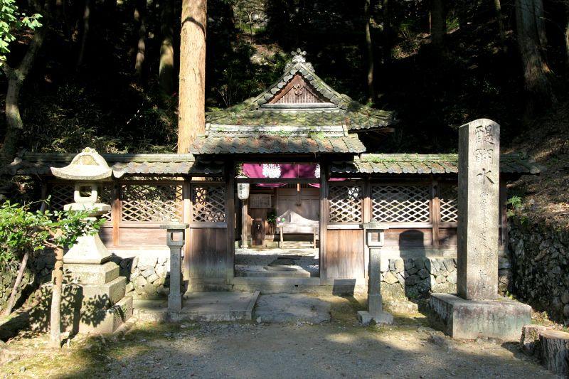 醍醐寺という寺名の由来になった名水「醍醐水」で喉を潤そう