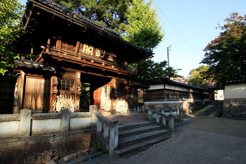 茶屋町よりもずっと古い、城下町の入口に残る寺院群