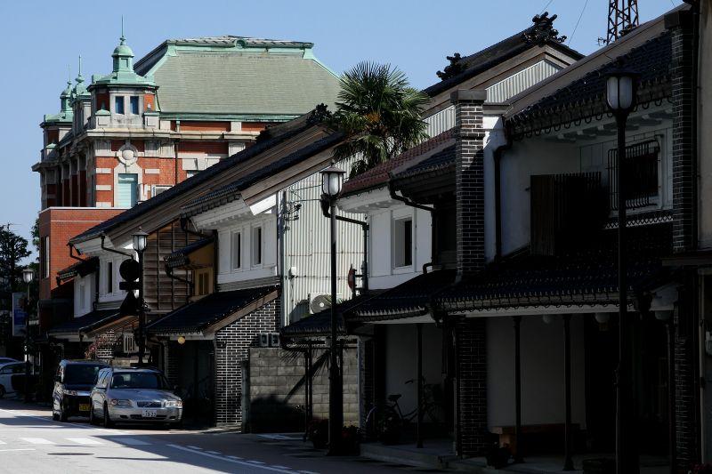 前田家の遺した「高岡古城公園」と城下の古い町並みを散策