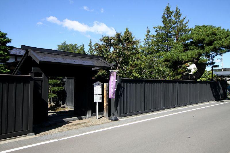 弘前城を守るために築かれた、仲町(なかちょう)の武家町
