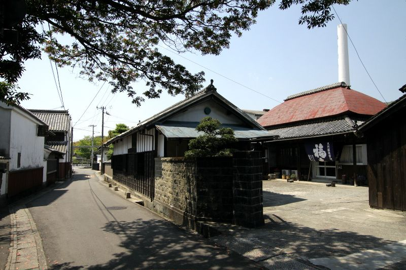歴史ある町家が建ち並ぶ「旧撫養街道」を歩いて第1番札所「霊山寺」へ