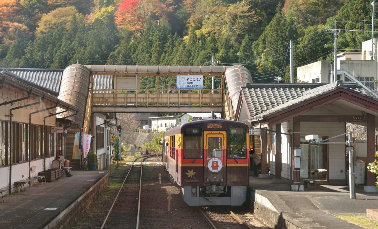 ちょっと一休み。「駅ナカ温泉」で癒されながら、紅葉見物してみませんか?