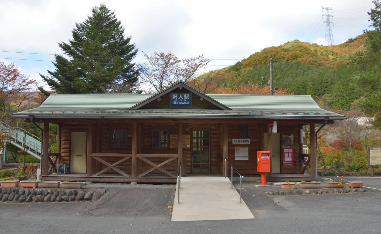 まずは、紅葉の絶景スポット、沢入(そうり)駅を目指そう!