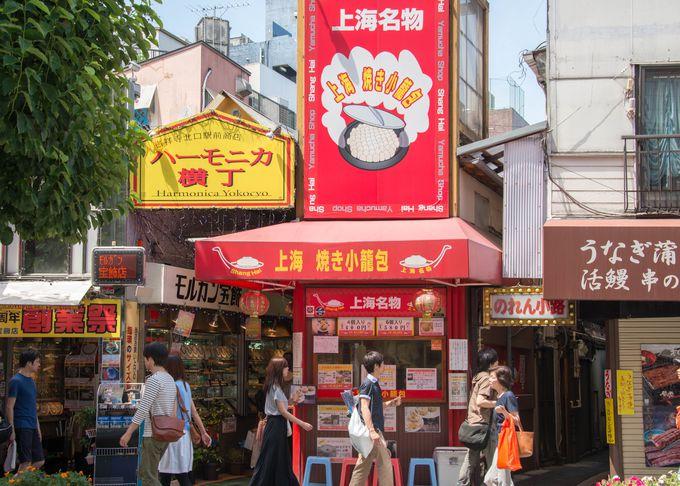 まずは吉祥寺特有の商店街、ハーモニカ横丁を散策してみよう
