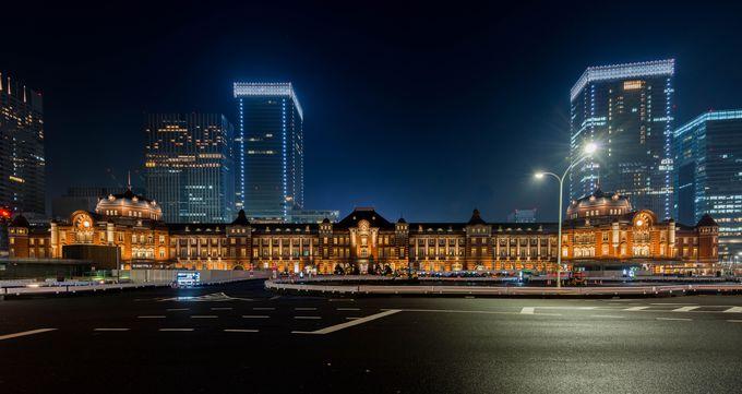 3つめの撮影ポイントは、王道。真正面構図での雄大な東京駅を撮ってみよう。