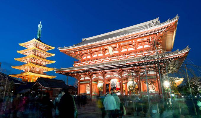 夜の浅草も素敵! 浅草寺境内も華やかな撮影スポット。本堂や五重塔を撮ってみよう