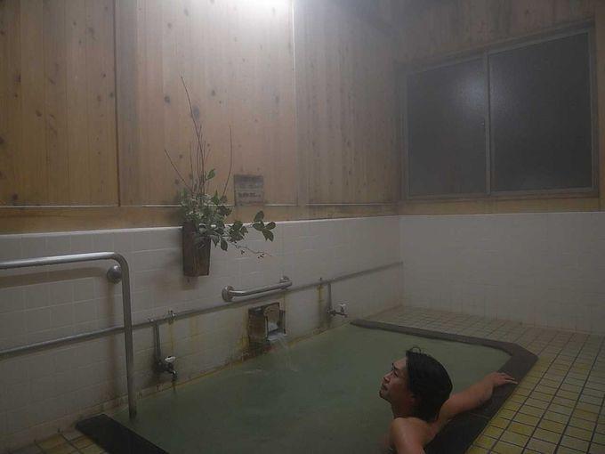 緑白濁の極上湯「真湯」
