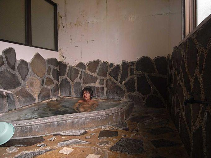 宿泊者のみだけが入湯できる冨士屋旅館の内湯