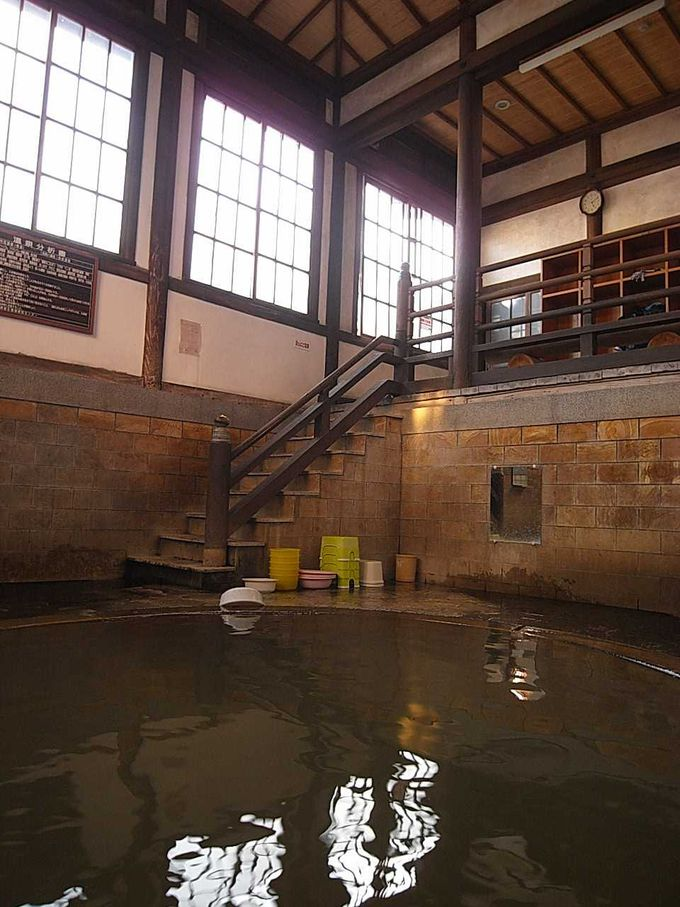 お寺? お屋敷? 見まごうほど立派な共同浴場「竹瓦温泉」