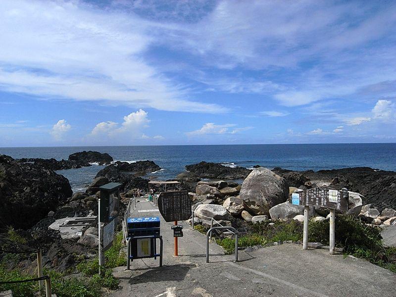 海に沈むワイルドな温泉?! 鹿児島県屋久島「平内海中温泉」