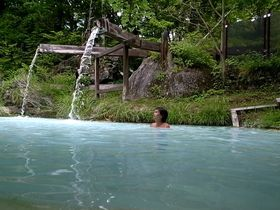 泣く子も黙る?白い濁り湯 長野県・白骨温泉「泡の湯」|長野県|トラベルjp<たびねす>