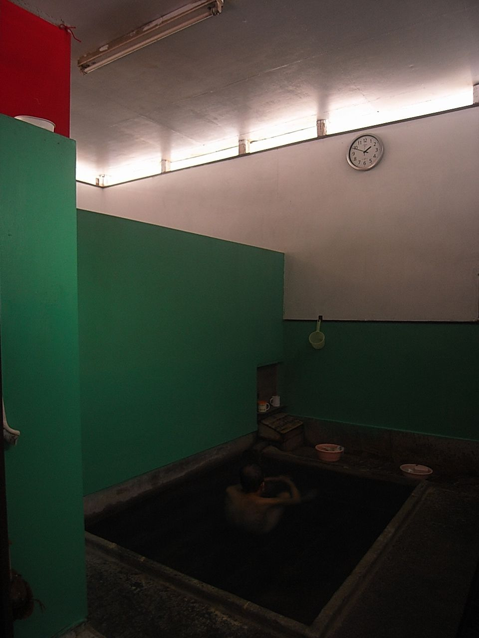 街の中にひっそりと佇む亀川温泉共同湯「筋湯」