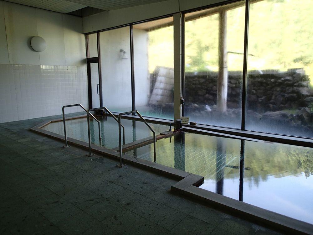 まずは広い浴室 〜単純温泉〜