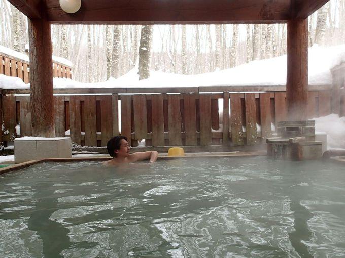 ブナの原生林を眺められる露天風呂で硫黄泉を満喫