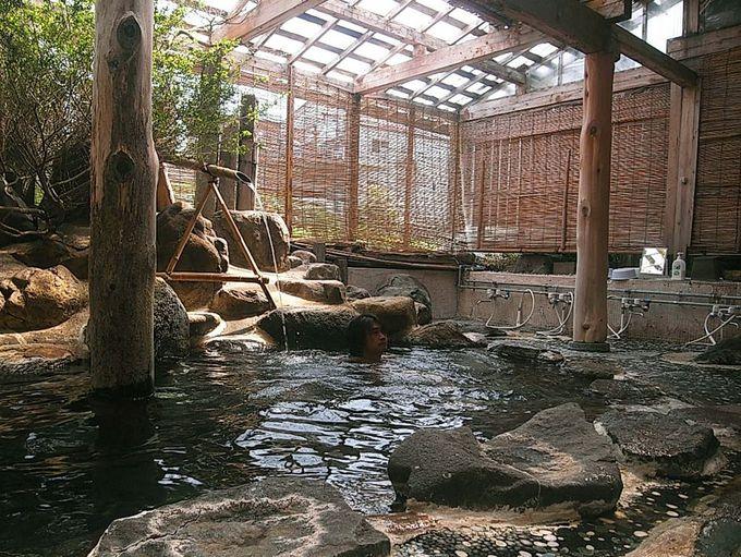 「三之亟」の川沿いにある露天風呂