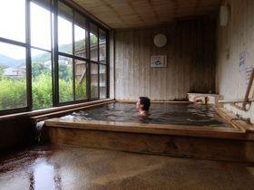 奈良・十津川温泉「庵の湯」ダム湖畔の芳醇な源泉かけ流し|奈良県|トラベルjp<たびねす>