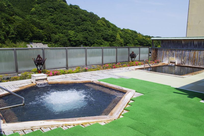 開放感溢れる屋上の露天風呂