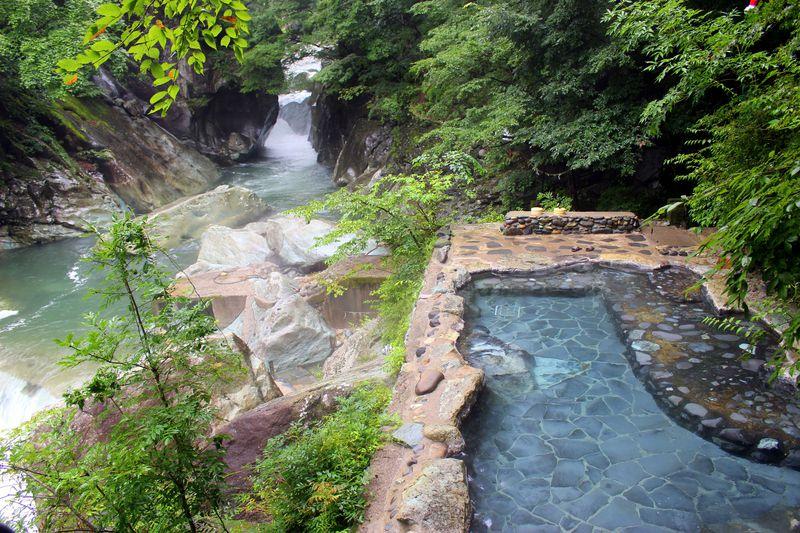 絶景の渓流露天風呂がココにある!那須塩原温泉「湯守田中屋」