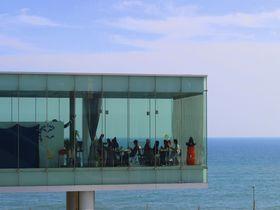 海に浮く絶景のカフェが駅に!?JR日立駅でぶらり途中下車