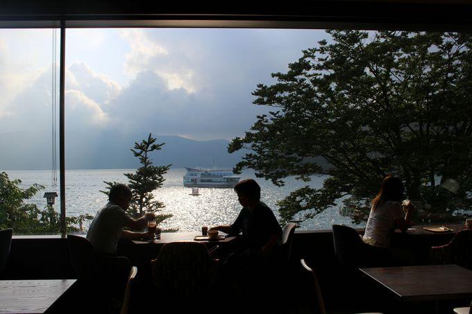 2階からはこんな景色!カフェでスローな時間を過ごそう