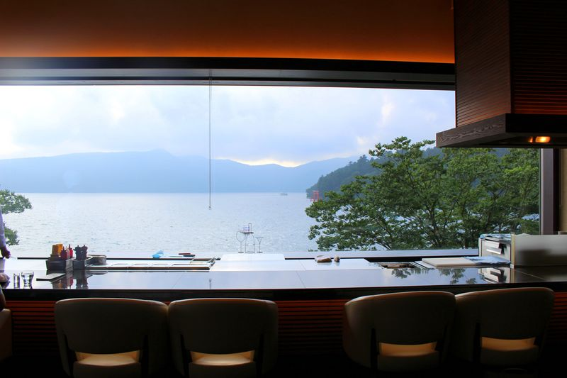 湖畔の絶景お洒落カフェ「ベーカリー&テーブル箱根」で過ごす優雅な休日