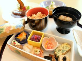 神社のカフェで絶品ランチ。川越氷川神社「むすびcafe」で頂く幸せごはん|埼玉県|トラベルjp<たびねす>