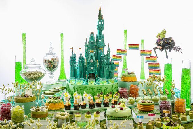 スイーツ台がもう1つ!緑のデザートに囲まれた素敵な世界!