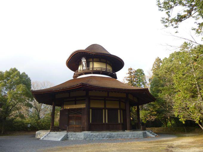 芭蕉翁生誕300年を記念して建立された「俳聖殿」