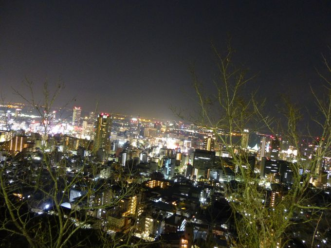 アクセスも便利!街が間近に迫るダイナミックな夜景