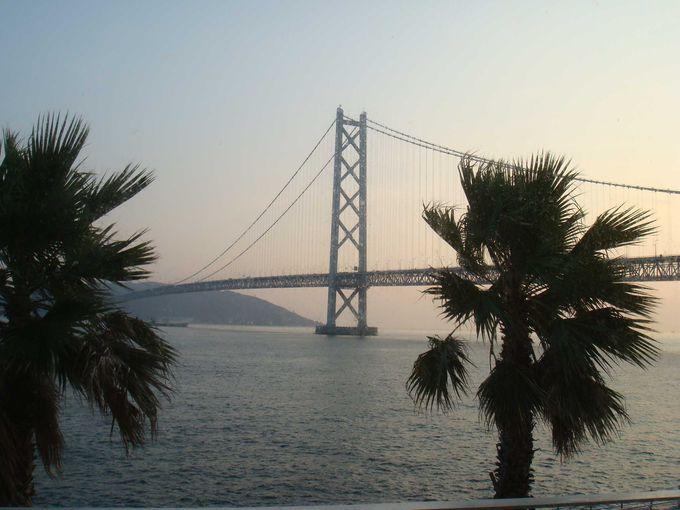 明石海峡大橋が窓一面に広がる、絶景オーシャンビューホテル。