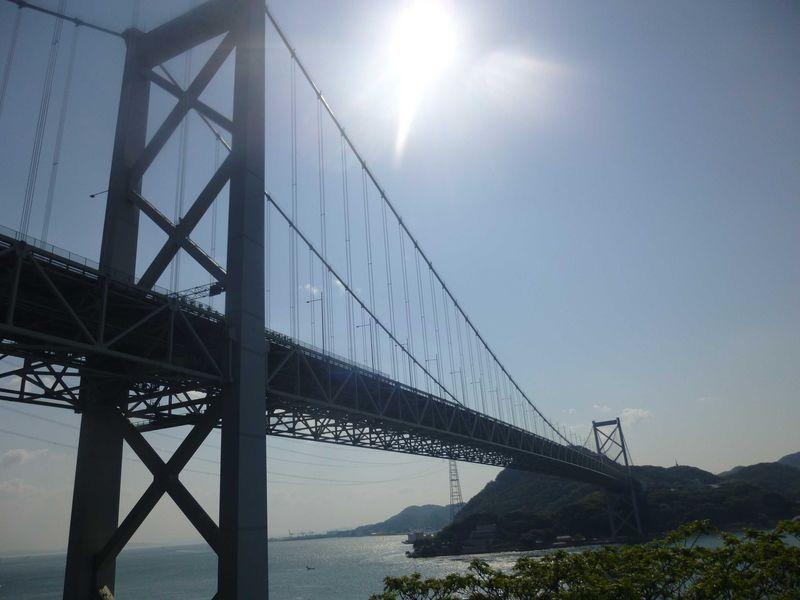 関門橋を間近に見上げる!ダイナミックな眺望が魅力のパーキングエリア【壇之浦PA めかりPA】