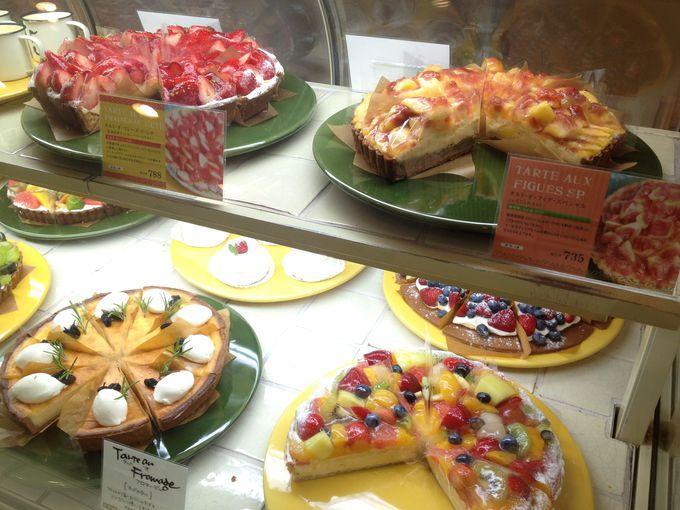 フルーツ好きな方なら、「ア・ラ・カンパーニュ」で目にも鮮やかなフレッシュケーキを。