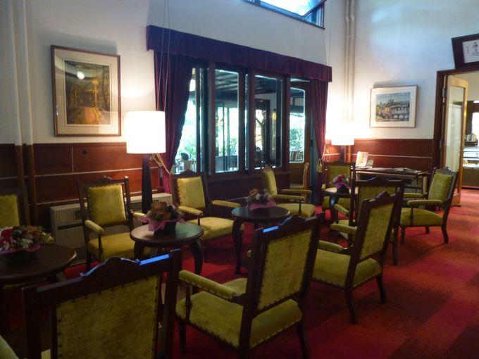 カフェでお茶をした後は、史料室やロビーをしばし散策。