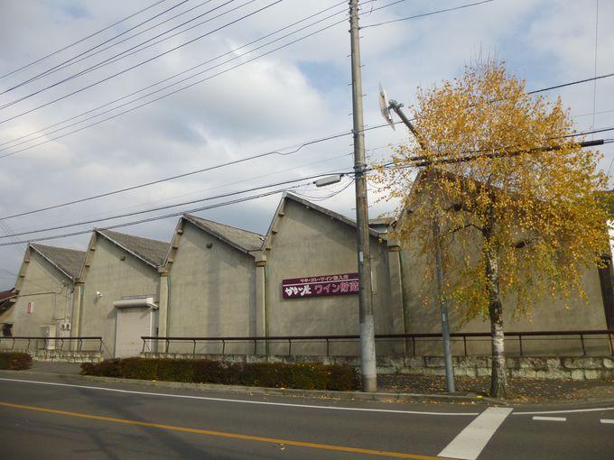特徴的なのこぎり屋根の工場を見る。