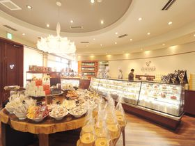 まるでお菓子の街!「パティシエ エス コヤマ」で大人気のロールケーキやスイーツを(兵庫・三田市)