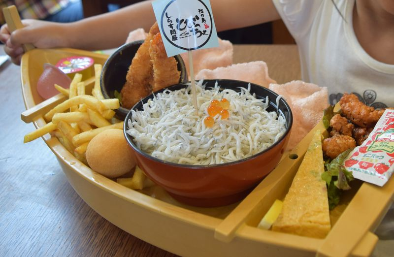子連れ江ノ島観光にも!人気店「しらす問屋とびっちょ」はお子様ランチも凄い!