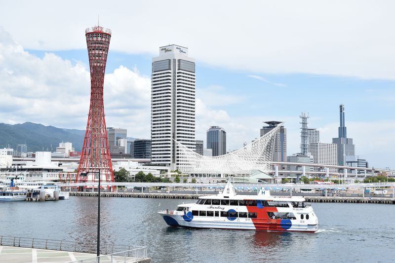 船上のカフェ!神戸「ファンタジー号」で海・空・飛行機を満喫するクルーズ
