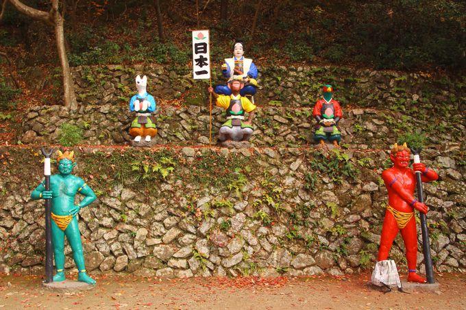 階段を登りきると、桃太郎と仲間達が大集合!