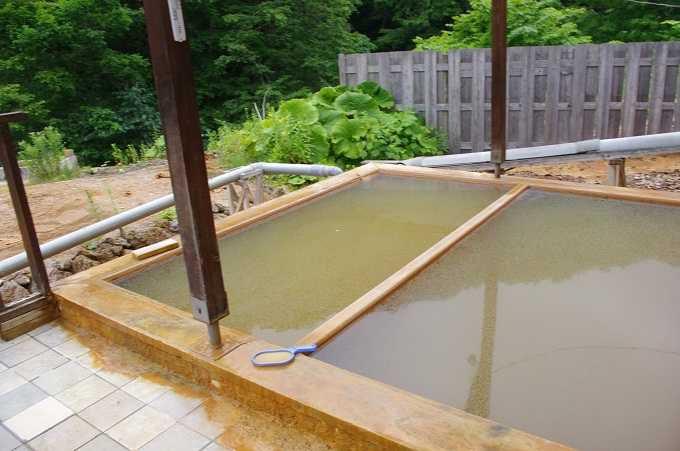 外湯は男女混浴露天風呂ですが絶景! ぬる湯で思わず長居してしままう絶景露天。ぜひ入ってほしい!