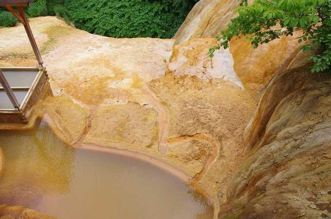圧巻! 世界に二つ、アメリカのイエローストーン国立公園とここだけというこの石灰華ドーム。
