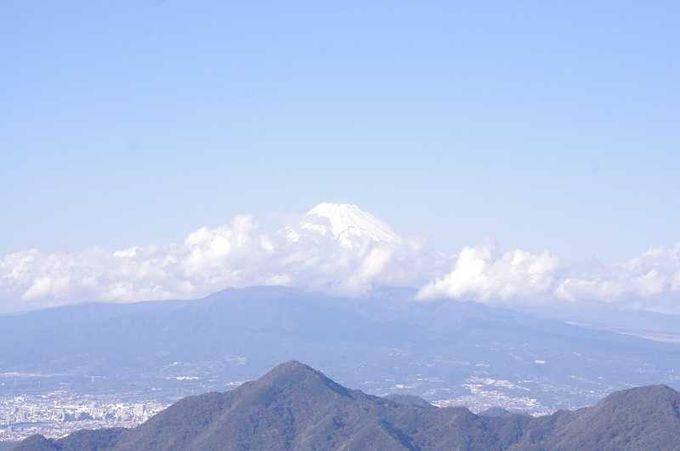 ロープウェイがいざなう、山頂から拝む富士山にため息!