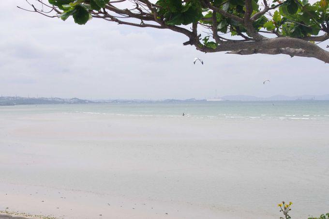 神々の住む島へと続く海中道路は果てしなく続く、まさに天国への道に見える絶景スポット!