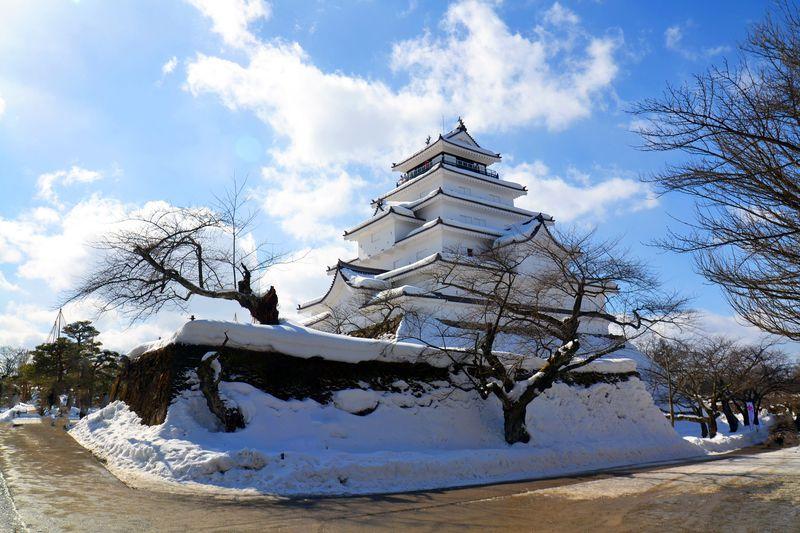 真っ白にデコレートされた鶴ヶ城がお出迎え!冬こそ福島県・会津の豪雪地帯に行ってみよう!