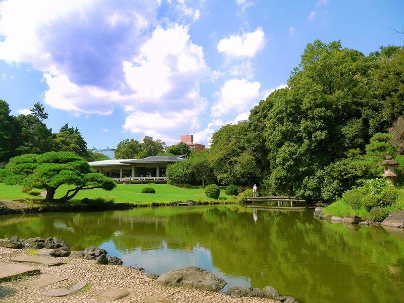 素朴な東京観光にうってつけの「新宿御苑」!春・秋は特にオススメ