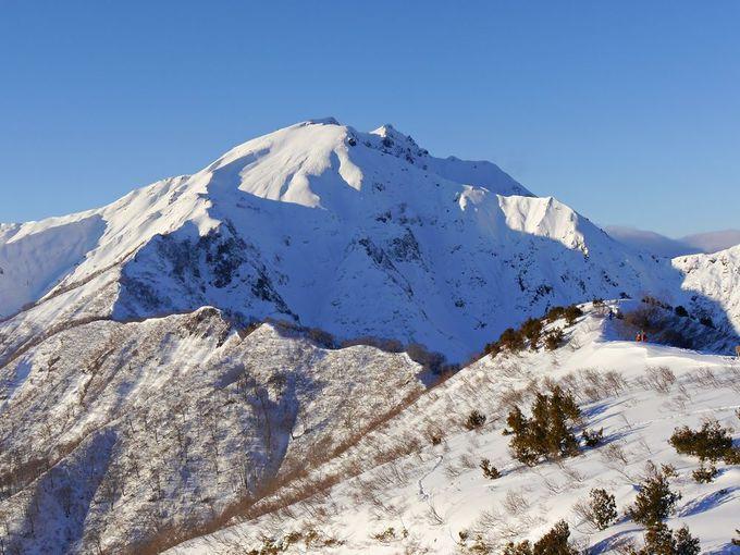 これぞ谷川岳の絶景!下山は名物の新雪走り